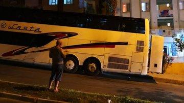 Kuşadası'nda park halindeki tur otobüsüne molotofkokteylli saldırı
