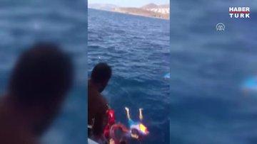 Batan lastik bottaki göçmenler tur teknesi personelince kurtarıldı