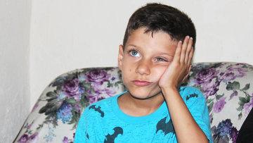10 yaşındaki Poyraz hırsızlar yüzünden duyamıyor