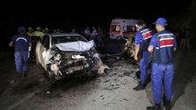 Muğla'da iki otomobil çarpıştı 1'i çocuk 2 kişi öldü