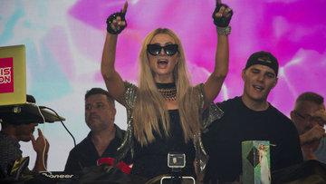 Paris Hilton Kıbrıs'ta parti verdi