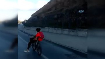 Bisikletlinin E-5 karayolundaki akıl almaz yolculuğu kamerada