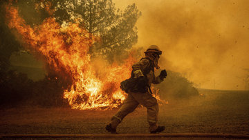 Yangınların biri bitiyor, diğeri başlıyor... Kaliforniya alevler içinde!
