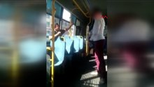 Küçük çocuğa otobüste kemerli dayak kamerada