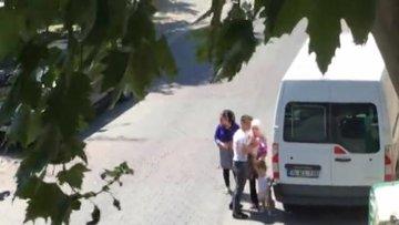 İstanbul'da dehşet...Babası küçük çocuğun gözü önünde annesine böyle bıçak çekti