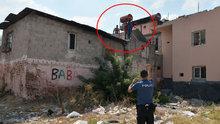 Evlerin yıkımını engellemek için havaya ateş açtılar