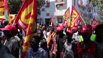 İtalya'da göçmen tarım işçilerinmin isyanı! 'Köleliğe hayır' dediler
