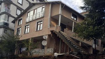 Sancaktepe'de korku sürüyor! Evleri her an yıkılabilir...