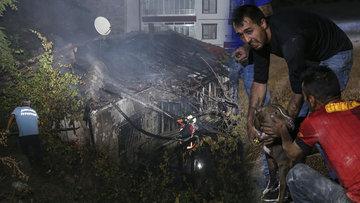 Ankara'da gecekondu yangını! Mahsur kalan köpekler son anda kurtarıldı
