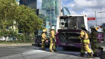 İstanbul'da seyir halindeki özel halk otobüsünde yangın çıktı