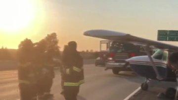 ABD'de Havada Arızalanan Uçak Otoyola İniş Yaptı