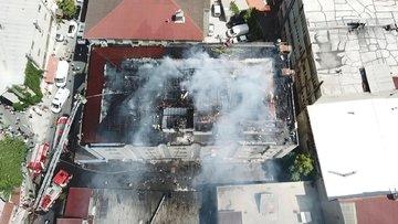 Okmeydanı'nda tekstil atölyesinde yangın! Çatı küle döndü