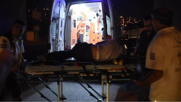 Metrelerce yükseklikten düşen genç ağır yaralandı