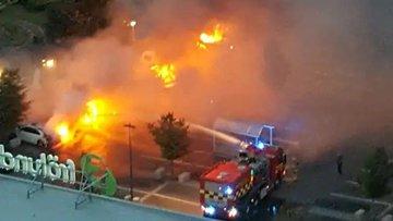 İsveç'te 80 araç yakıldı
