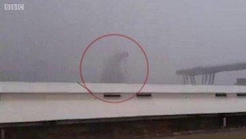 İtalya'nın Cenova kentinde otoyol köprüsü çöktü