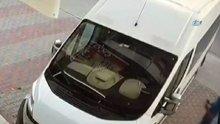 Kapıyı açtı, servis şoförünü vurdu, yoluna devam etti...O anlar kamerada