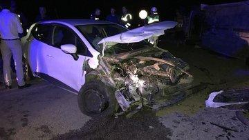 Afyonkarahisar'da minibüs otomobile çarptı! 4 kişi yaralandı