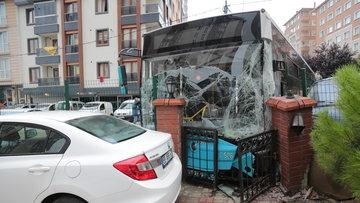 İstanbul'da kaza! Halk otobüsüyle minibüs çarpıştı