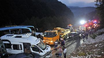 Bursa'da zincirleme kaza! 2'si otobüs 31 araç birbirine girdi