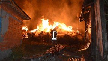 Kastamonu'da çıkan yangında 8 ev tamamen yandı