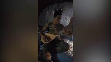 Hakkâri'den Mersinli bir askerin 'Bu bayram gelemedim anne' türküsü