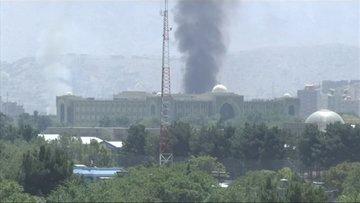 Afganistan'da canlı yayında Cumhurbaşkanlığı Sarayı'na saldırı!