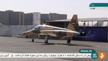 İran 'yüzde 100 yerli' savaş uçağı Kovsar'ı tanıttı
