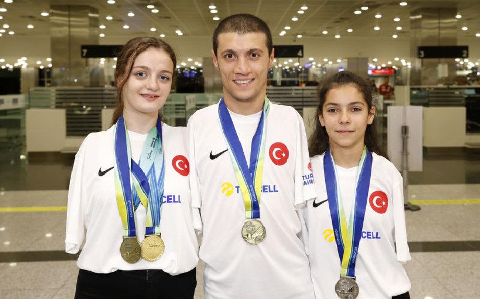 Şampiyon Sümeyye, Türkiye'ye döndü