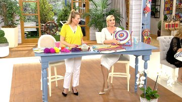 Derya Baykal'dan renkli yastık yapımı!