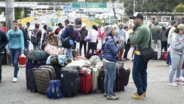 Venzuela nüfusunun yüzde 7'si ülkeyi terk etti