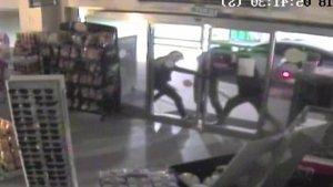 Market sahibi hırsızlara kurşun yağdırdı