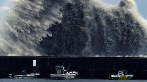 Japonya'yı Simarron tayfunu vurdu