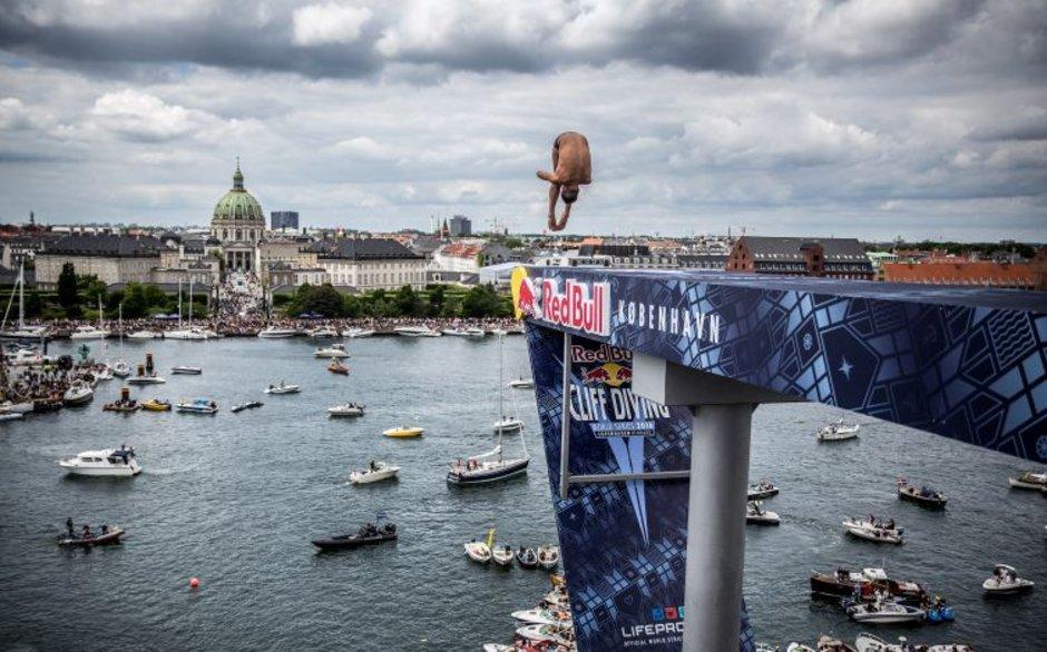 Dünya Uçurum Atlayışı Şampiyonası'ndan nefes kesen görüntüler
