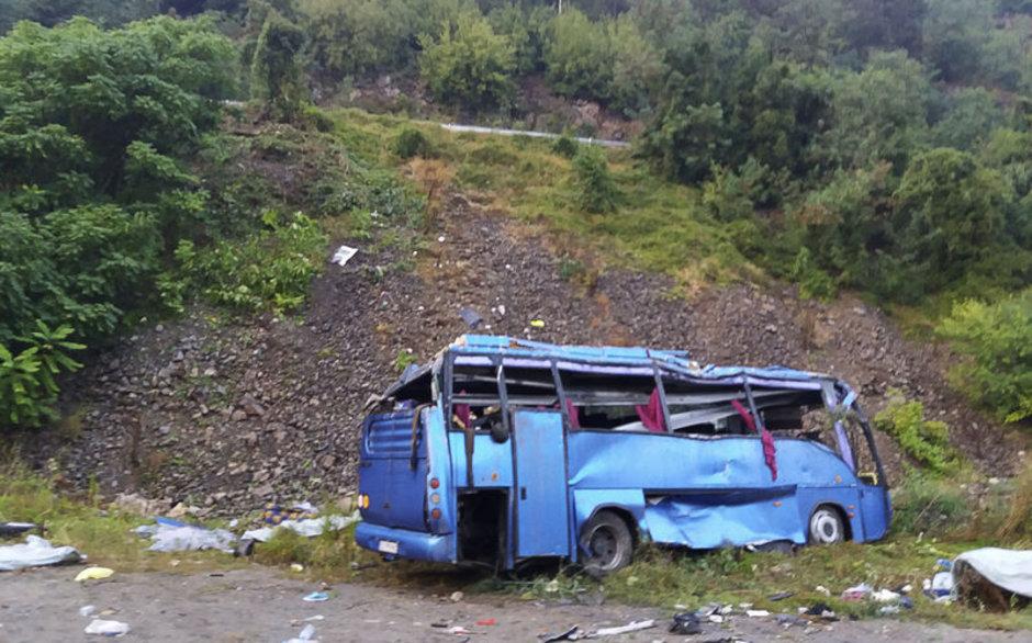 Bulgaristan'da otobüs devrildi: 15 ölü