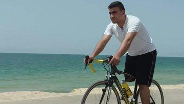 İsrail kurşunuyla tek bacağını kaybeden Filistinli bisikletçi