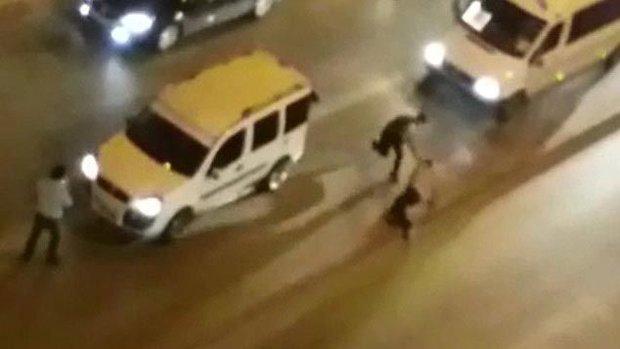 Denizli De Sokak Ortasinda Dehset Taksi Soforunu Tekme Tokat Dovduler Copla Vurdular Haberturk Tv