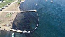 İzmir'de ham petrol denize aktı