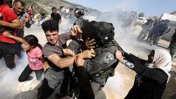 Batı Şeria'da olaylı yıkım! 6 Filistinli plastik mermiyle yaralandı