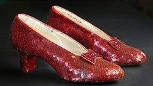 Oz Büyücüsü'ndeki kırmızı ayakkabılar bulundu