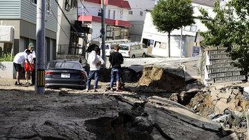 Japonya 6.7'lik depremle sarsıldı