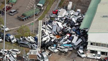 Son 25 yılın en şiddetlisi! Japonya'da tayfun can aldı