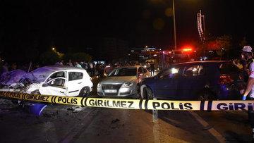 İzmir'de 3 otomobil çarpıştı 7 kişi yaralandı