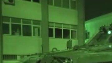DEAŞ şüphelisi baba oğula polis operasyonu kamerada