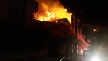 Kocaeli'de ahşap ev yandı: 2 ölü, 3 yaralı
