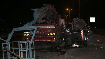 Ankara'da feci kaza! Kamyonet vince çarptı