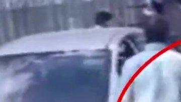 Kadın ve erkek sürücülerin zincirli yol verme kavgası kamerada