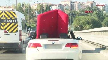 TEM'de lüks araçla koltuk taşıdılar
