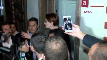 İyi Partililer Akşener'e destek için evinin önünde toplandı