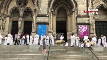 Katedralde yüzlerce hayvanı kutsadılar!