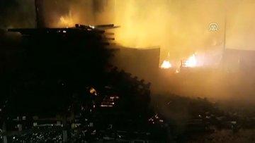 Kocaeli'de palet imalathanesinde yangın çıktı